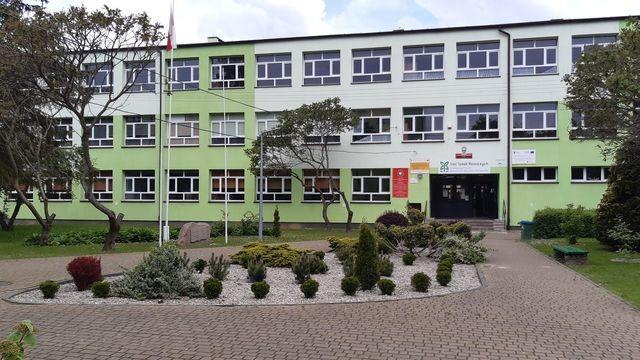 Szkoła - wejście główne